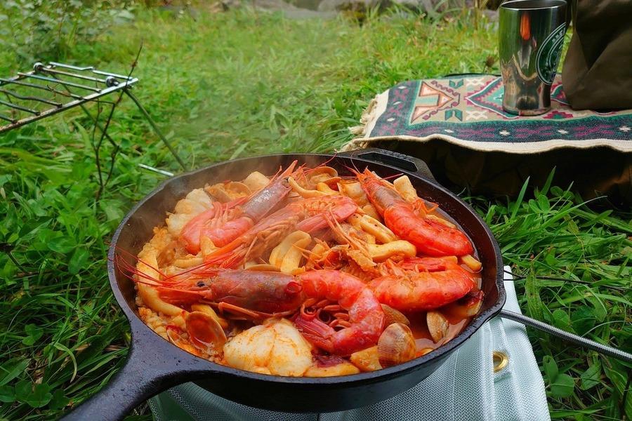 セリアのMONTAGNEはキャンプに便利!スキレット風プレートも人気