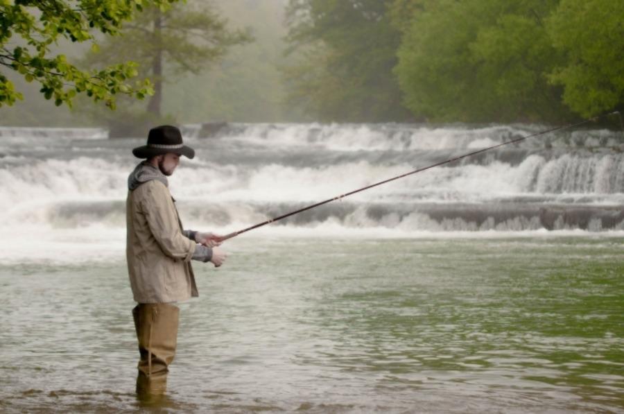 渓流釣りの服装のポイントは?女性に嬉しいオシャレブランドも!