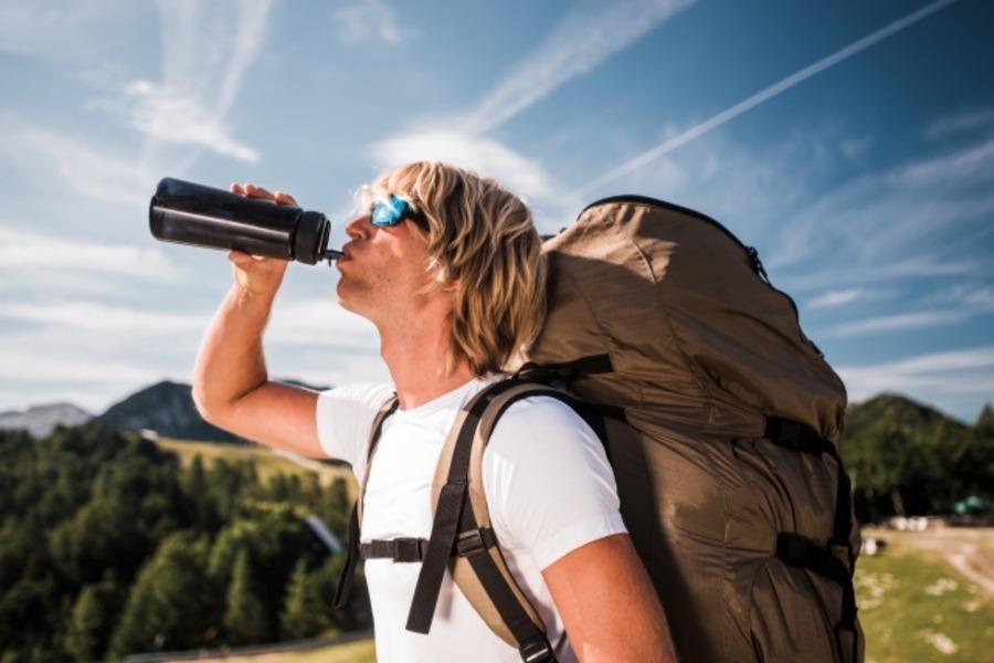 登山時の水分補給のタイミングは?おすすめの道具もチェック!
