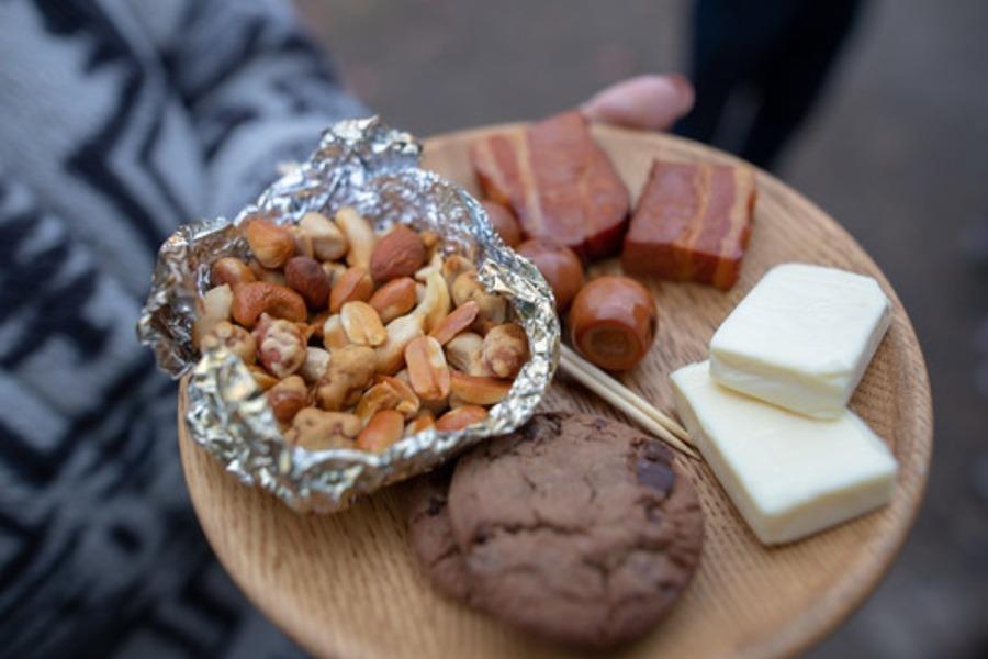 メスティンを使った燻製の作り方は?ベーコンなどの食材で簡単調理!
