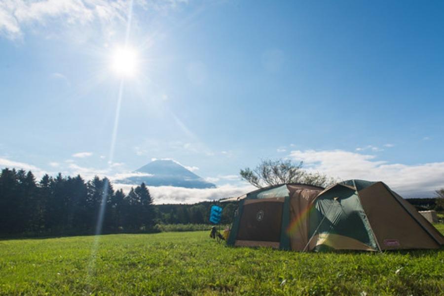 リビングシェルとアメニティドームを連結!広々空間でキャンプを楽しもう