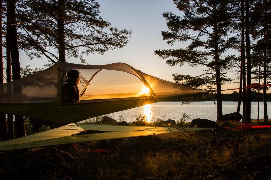 夏キャンプのコットには蚊帳がおすすめ!テントやタープで快適睡眠
