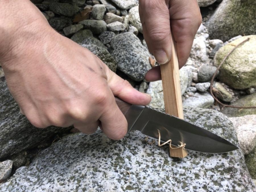 バトニングナイフのおすすめ一覧まとめ!キャンプ時の薪割りに便利!