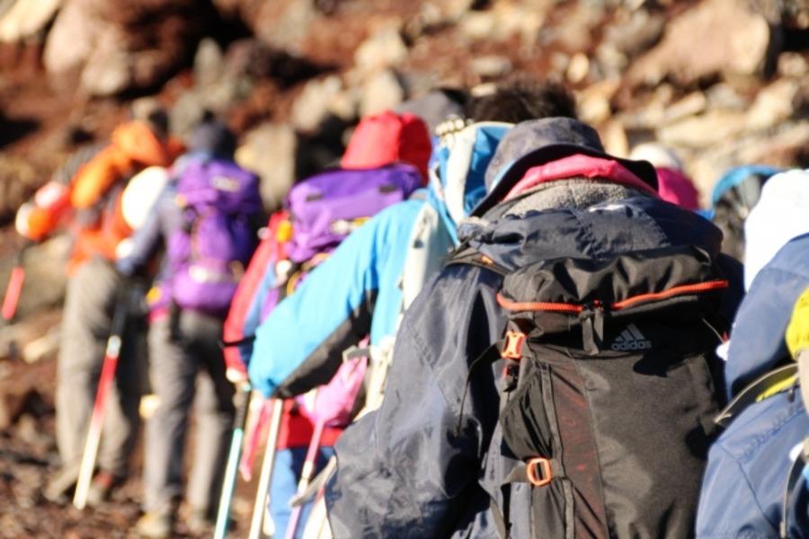 春登山・トレッキングにおすすめの服装は?選び方のポイントも