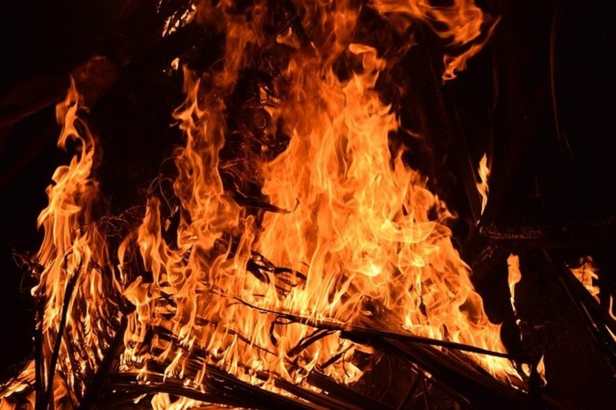焚き火で焼肉を楽しもう!おすすめのスキレットや鉄板もチェック!