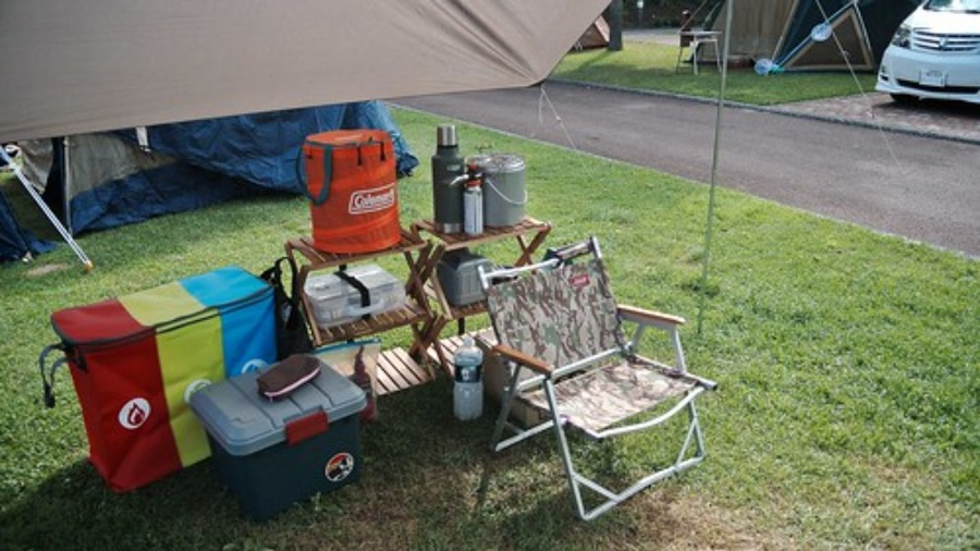 キャンプにおすすめの荷物置き10選!安い・コンパクトなアイテムも