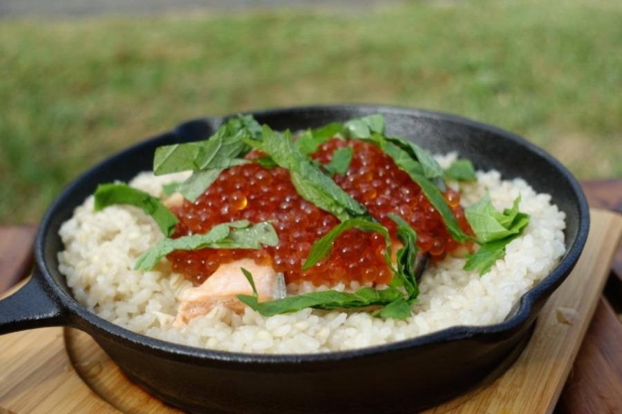 スキレットで炊飯する方法は?炊き方を覚えてキャンプで美味しい米を