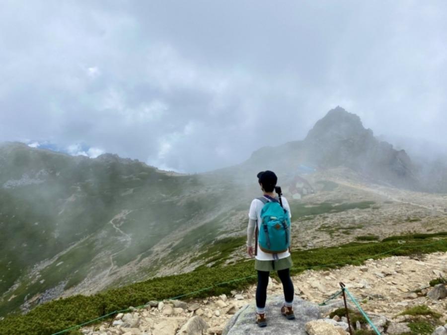 単独行での登山に持っていくべき道具は?危険性についても解説!