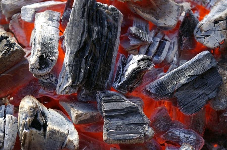 【100均】ダイソーの炭が優秀!バーベキューやソロキャンプにおすすめ