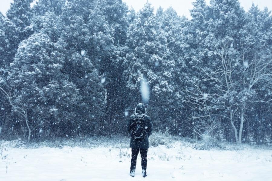 冬キャンプにおすすめの服装を徹底調査!寒さ対策・寝る時は?
