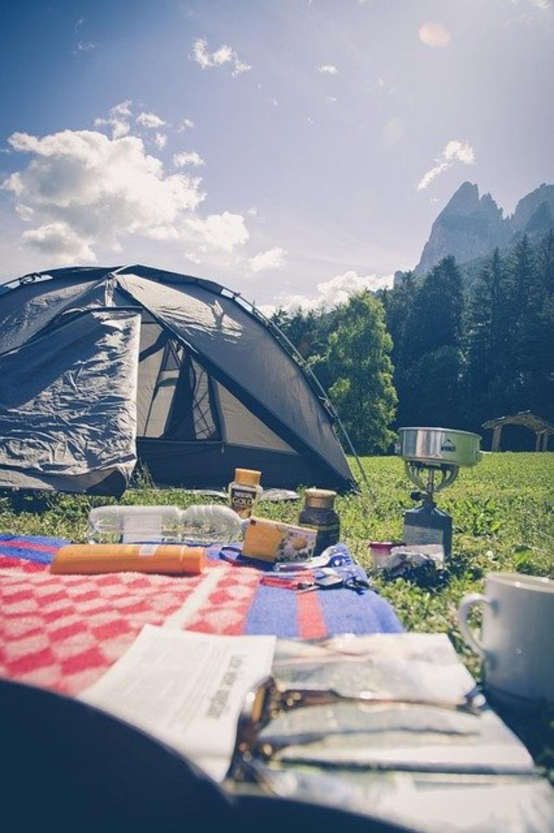 キャンプにおすすめのレジャーシート特集!人気のおしゃれアイテムも紹介