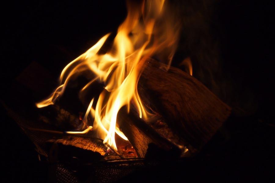 焚き火グリル「とん火」をレビュー!キャンプ料理を満喫できる逸品
