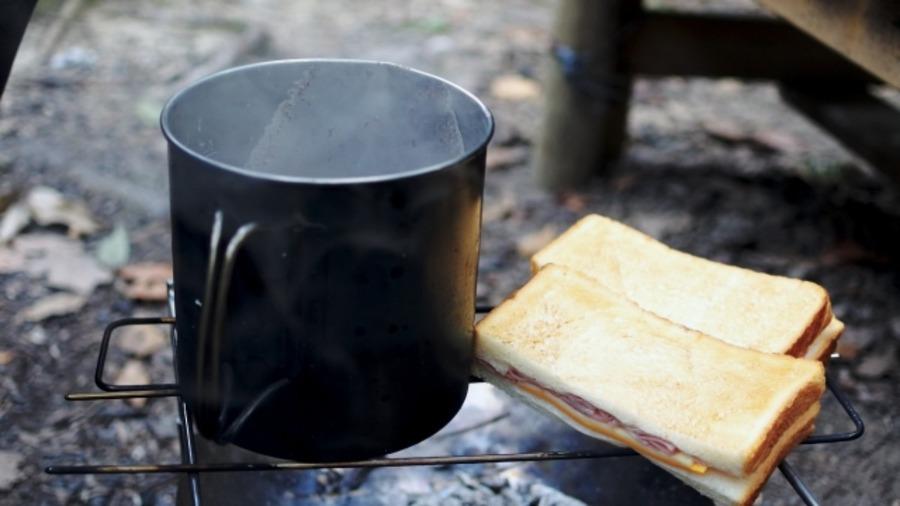 スノーピークのチタンマグに焼き入れ!綺麗なチタンブルーの作り方は?