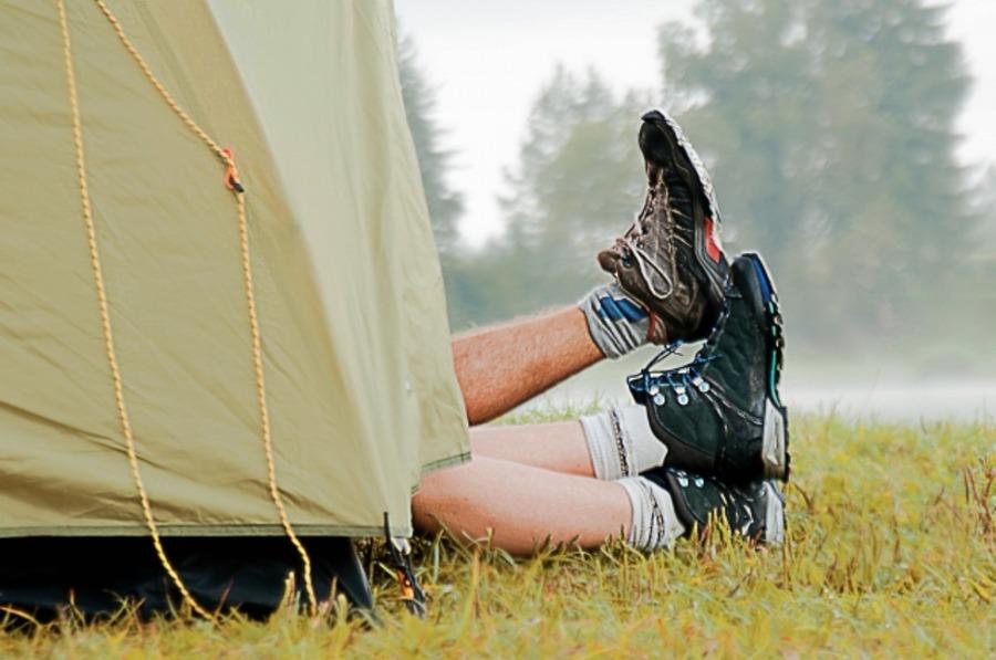 ワークマン「ライトスリッポン」が人気!登山やキャンプ時に便利