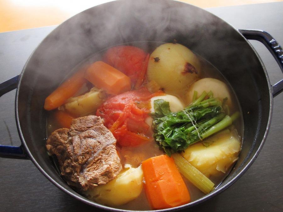 ナヴァランってどんな料理?キャンプごはんにおすすめのレシピを紹介