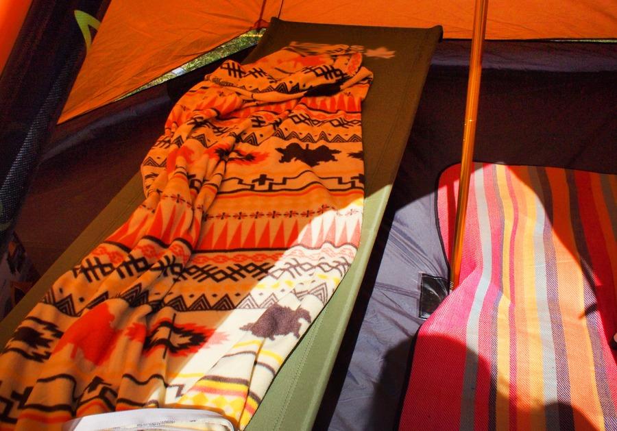 キャンプにおすすめの毛布紹介!寝袋と使用することでより快適に!