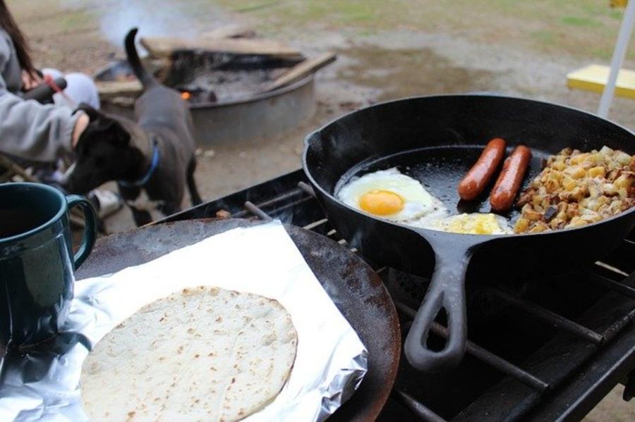 キャンプ料理におすすめの道具を厳選!初心者がまず揃えるべきものは?