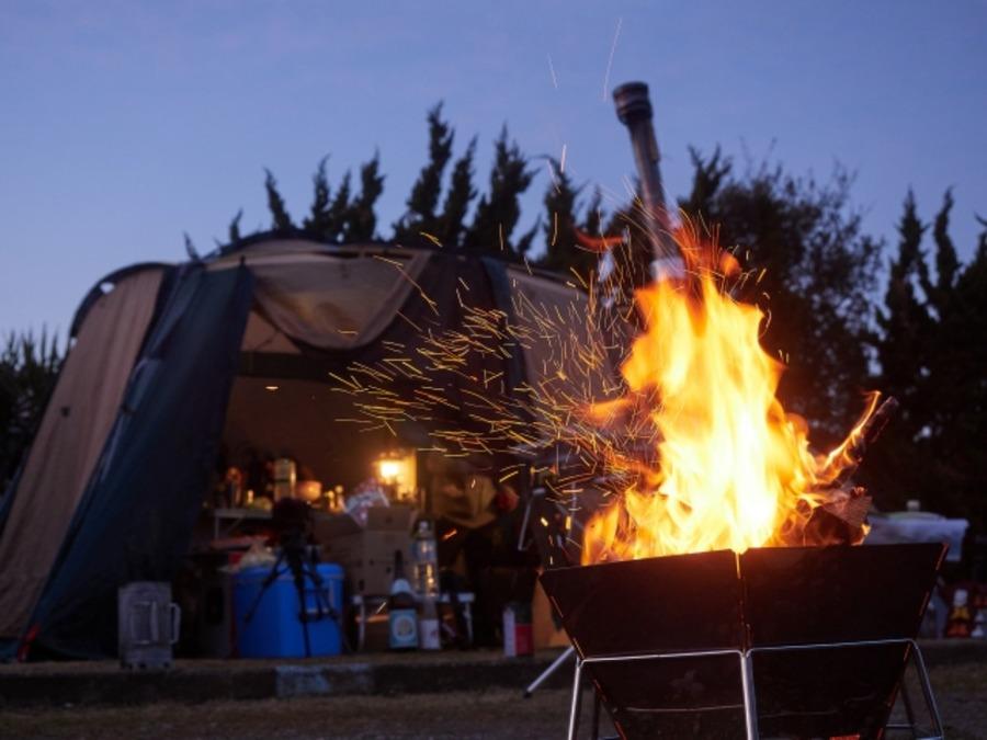 キャンプ時の焚き火におすすめのアウター紹介!コットン素材を選ぼう