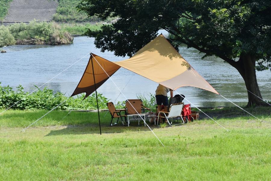 夏キャンプにはタープが必須!タープ泊にも便利なおすすめアイテム紹介