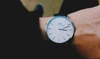 ダニエルウェリントンは気持ち悪いしださい?実際の時計の口コミや理由も紹介!