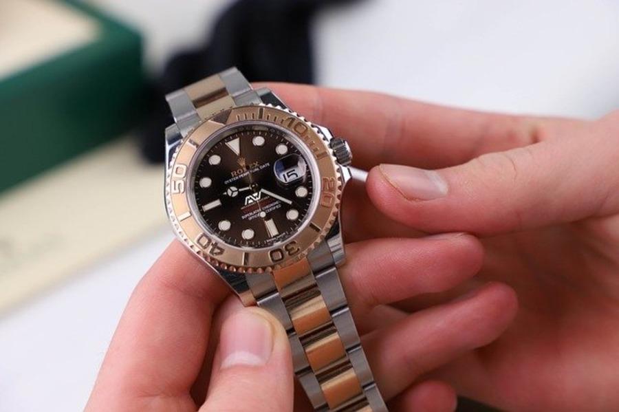 腕時計が偽物か本物かわからない!見分け方は?購入すると犯罪なの?