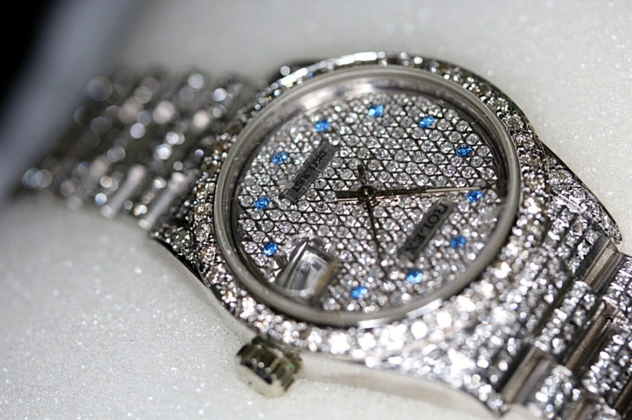 """ロレックス""""フルダイヤ""""の値段(価格)はどれくらい?中古で買えるかも調査!"""