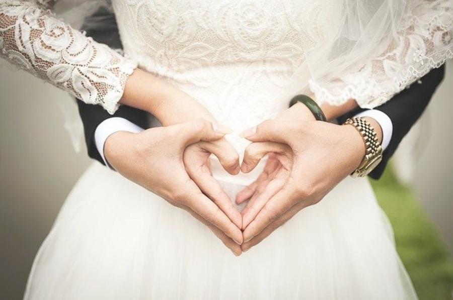結婚式で腕時計はマナー違反?ルールやオススメの時計を紹介!