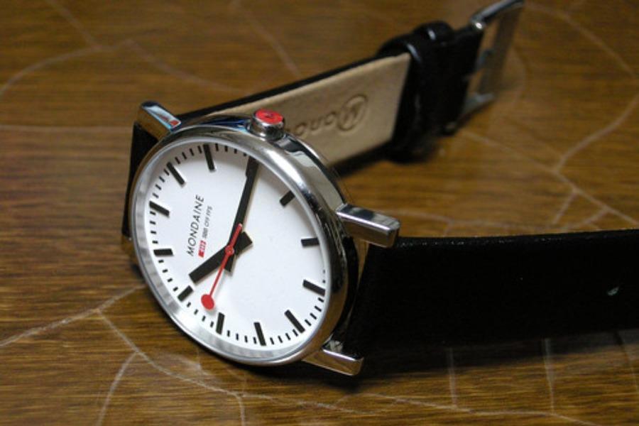 腕時計の革ベルトを長持ちさせるお手入れ方法!コツとアイテムを解説!