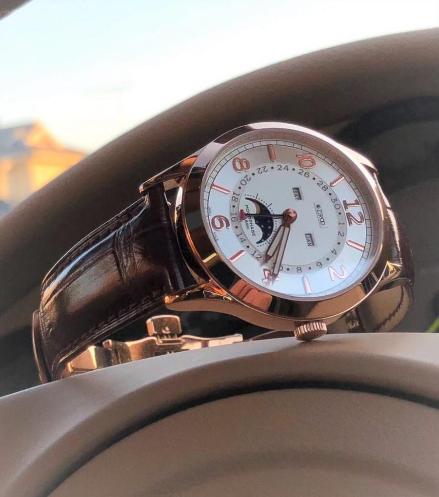 まさに紳士の腕時計!クラシックムーンフェイズIIのレトロモダンな魅力