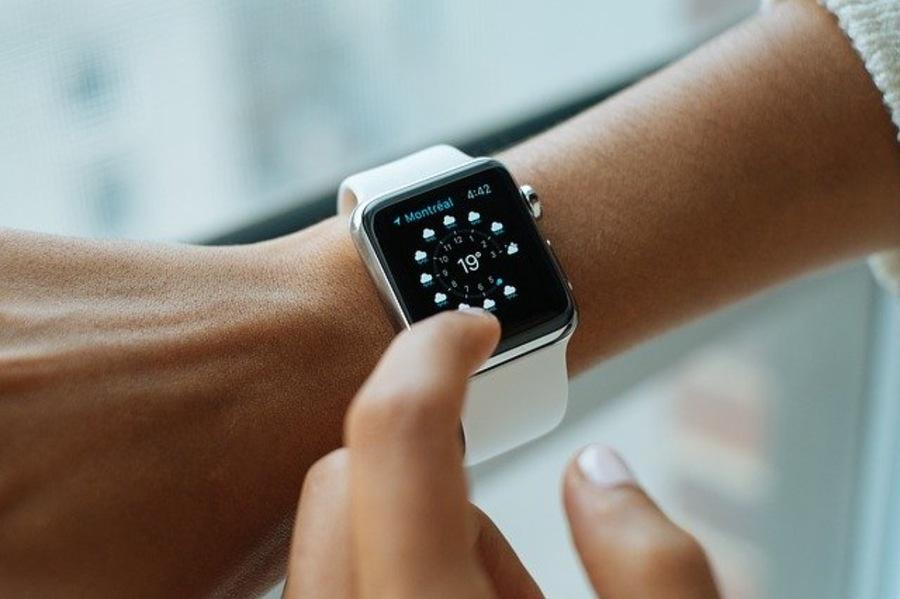 AppleWatchを右手につけるべき4つの理由!左手との違いも徹底解説!