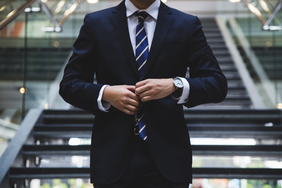 ポールスミスの時計を社会人でつけると恥ずかしい?周りの口コミや評価は?