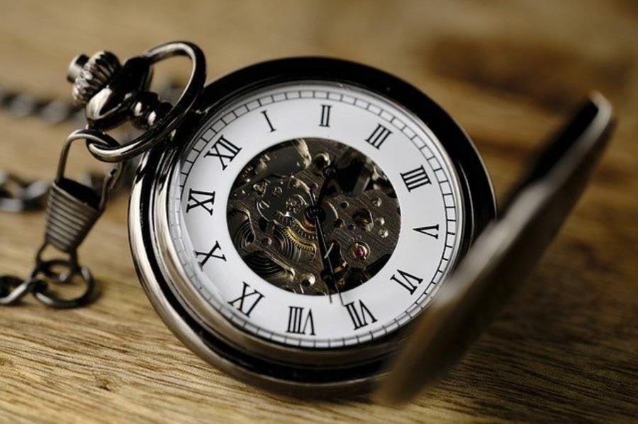 UTC・GMT・JST・うるう秒の違いは?原子時計など豆知識も