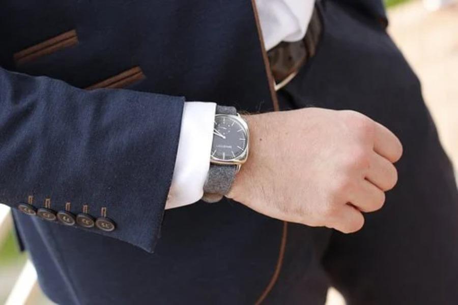 黒い腕時計を選ぶのが難しい4つの理由!ダサいと言われる口コミも調査してみた!