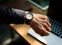 腕時計のつける位置を男女別で紹介!正しいつけ方やおすすめの位置を紹介!