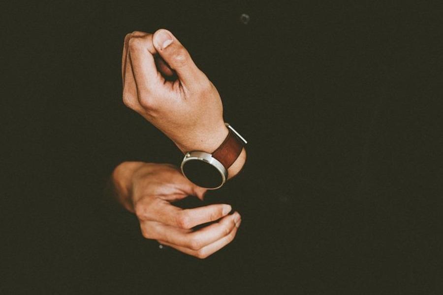 腕時計のDバックルとは?バックルの種類やメリットなどを説明!