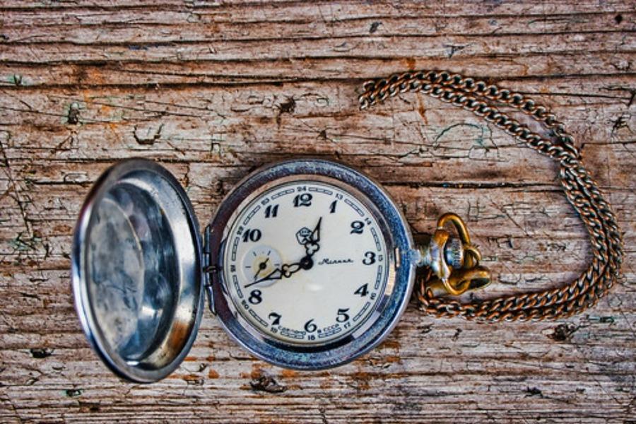 懐中時計のチェーンの付け方は?おすすめの長さや人気3選も紹介!