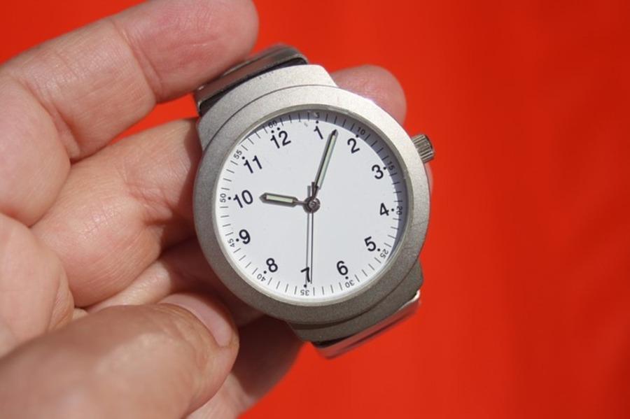 腕時計は内側に付ける理由や意味は?内側に付ける印象やメリットも紹介!