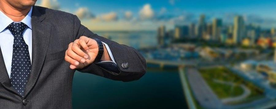 """スーツに合う腕時計の新定番!オーダースーツ専門店""""JUMELER""""が提案するスタイル"""