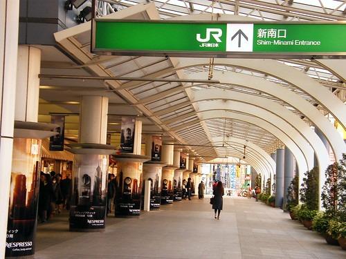 カフェ 構内 新宿 駅