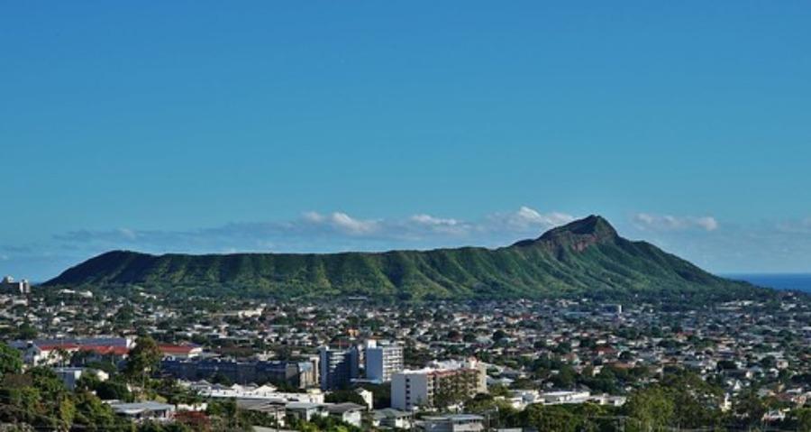 ハワイのダイヤモンドヘッドに行こう!登山の方法や周辺グルメも紹介