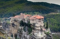 ギリシャの世界遺産「メテオラ修道院群」の見所!行き方やツアーも紹介