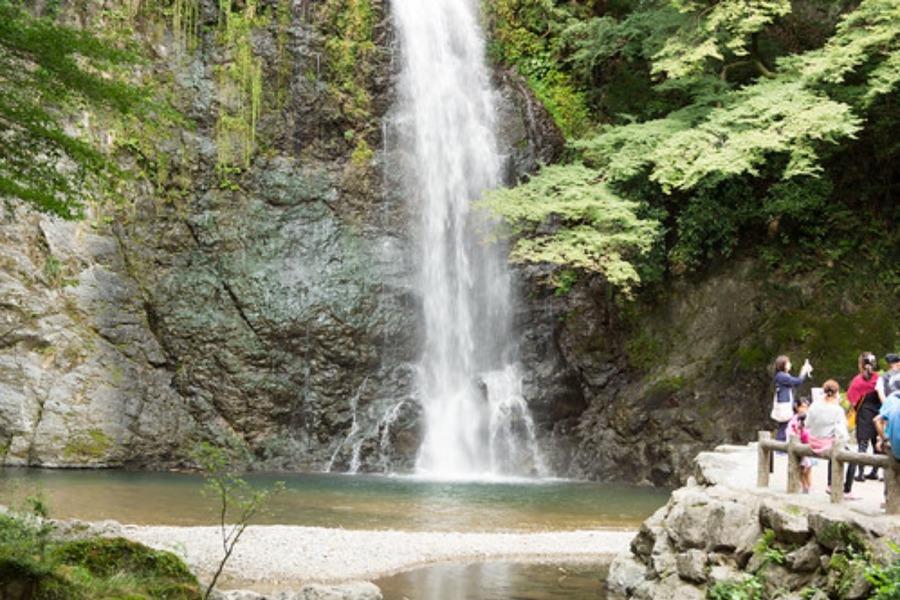 関西のおすすめ滝スポット!日本の滝100選に選ばれた名所や穴場を紹介!