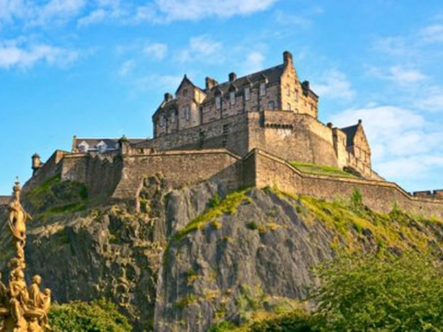エディンバラ城(スコットランド)の観光の見どころや回り方を紹介