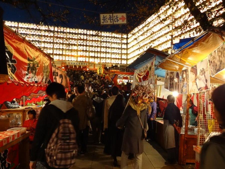 「酉の市」は新宿・花園神社のお祭り!名物の熊手やおすすめの屋台飯を紹介