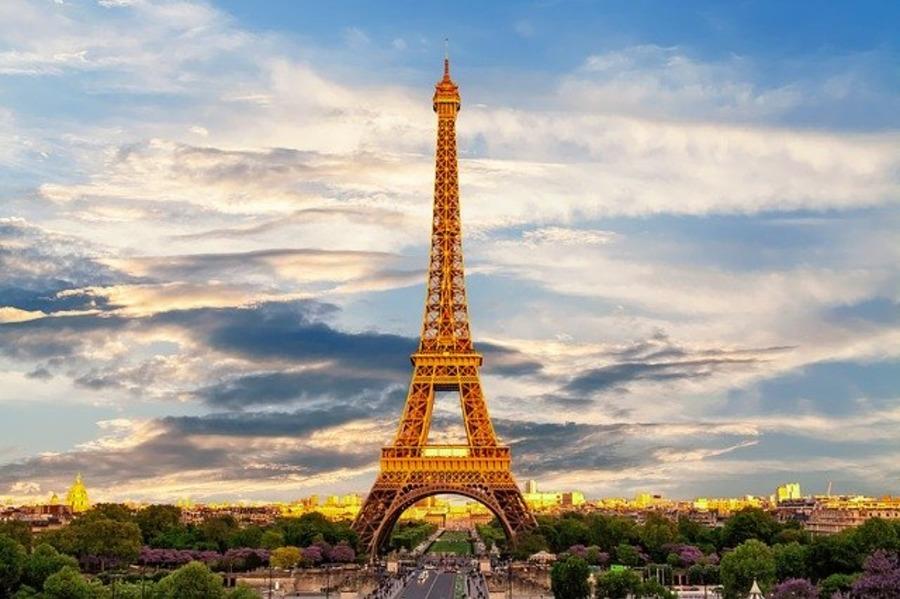 シャンゼリゼ通り(パリ)の観光スポット!人気店・おすすめカフェも紹介