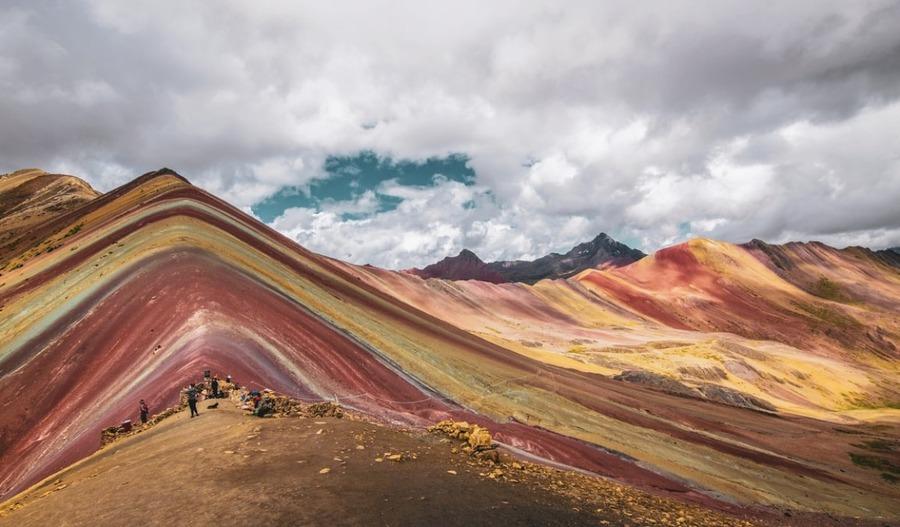 レインボーマウンテンはペルーの新名所!絶景までの道のり・行き方を紹介