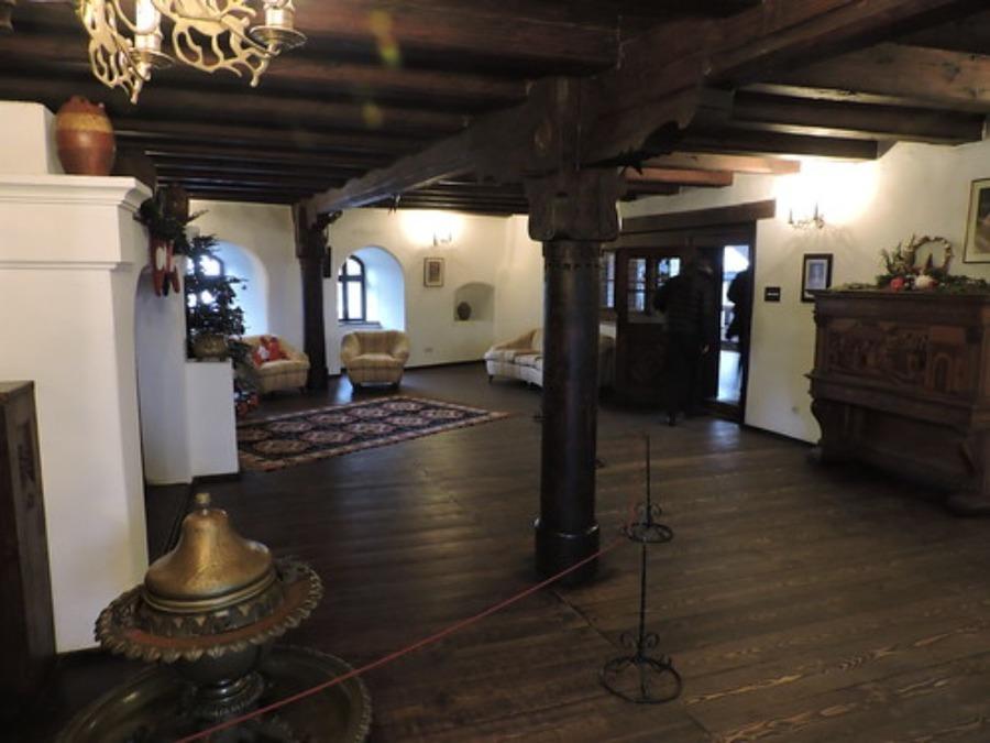 ドラキュラ城のモデルはブラン城(ルーマニア)!吸血鬼伝説や行き方を紹介