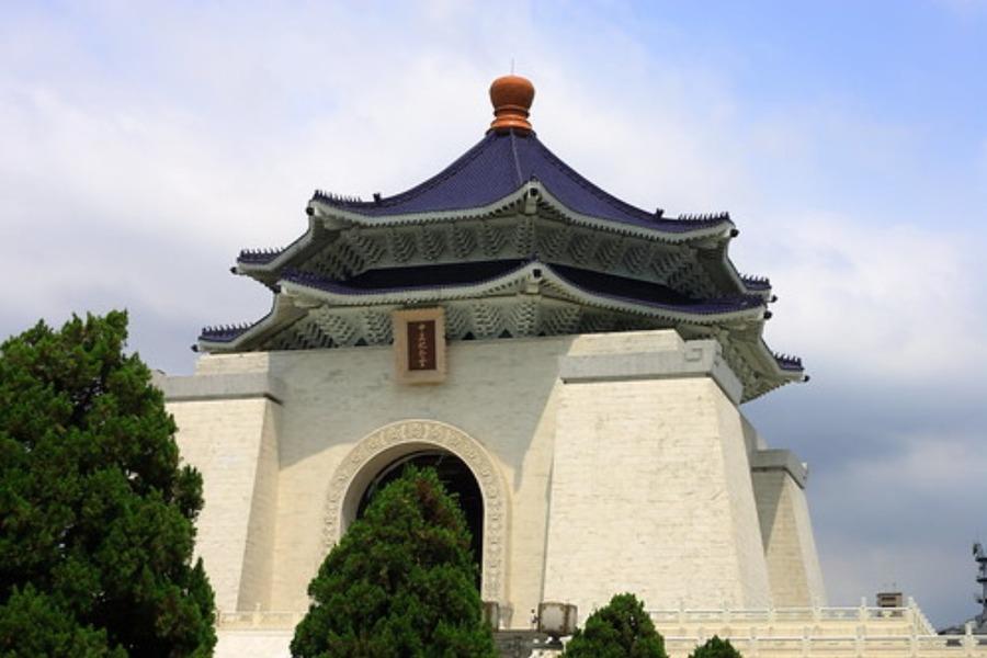 中正紀念堂(台湾)の観光情報!衛兵交代式の時間やライトアップも紹介