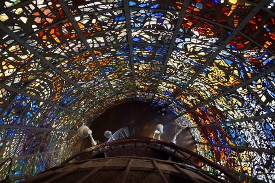 ステンドグラスが美しい日本の教会!東京・関西などの有名なスポットも紹介