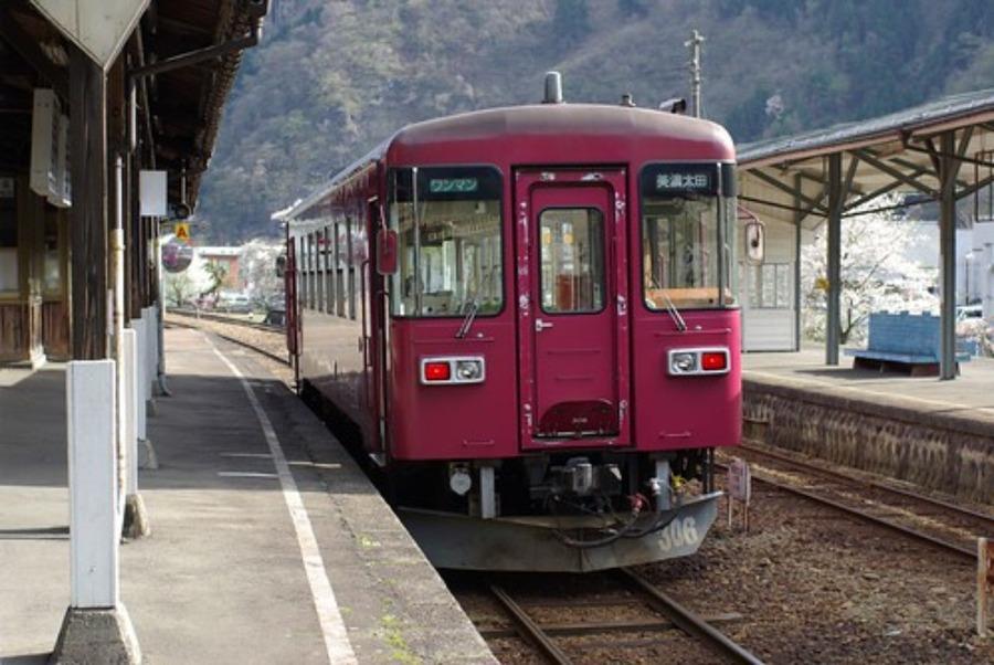 長良川鉄道「ながら」で観光列車の旅!料金や路線•予約方法を紹介